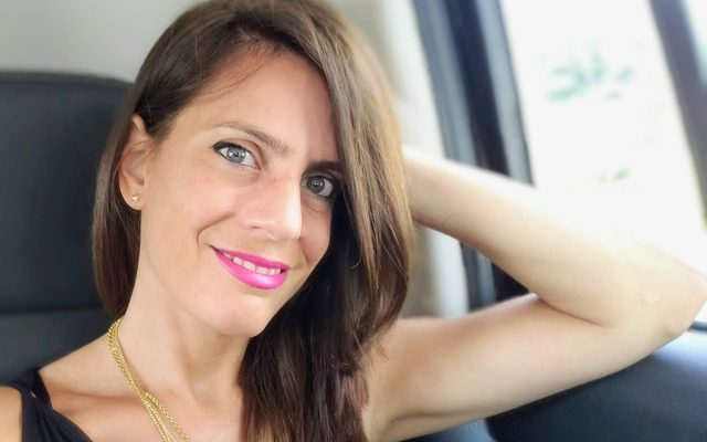 Bela unpacks with author and blogger, Jennifer Lourie who has an interesting take on life in the backseat - literally.